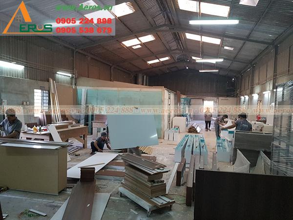 Hình ảnh thợ Aeros đang gia công sản xuất tại xưởng