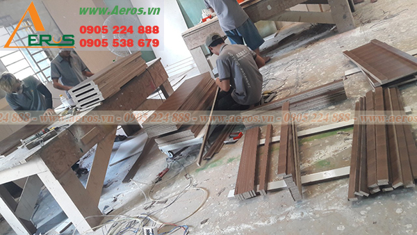Hình ảnh thợ Aeros gia công nội thất tại xưởng gỗ