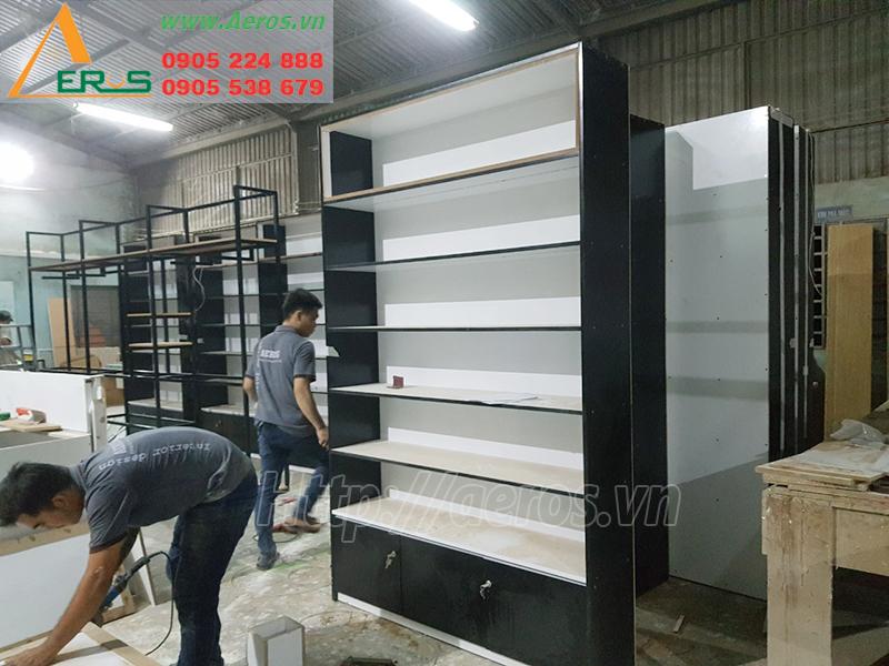 Hình ảnh thợ Aeros đang gia công sản xuất tại xưởng gỗ