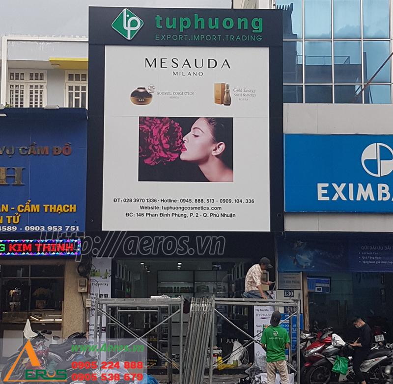 Hình ảnh thi bảng hiệu shop mỹ phẩm Tứ Phương ở quận Phú Nhuận, TPHCM